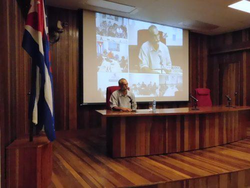 Ariel Terrero durante su intervención sobre periodismo económico (Foto: YAG)