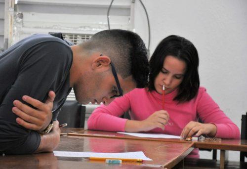 Pruebas de aptitud para el ingreso a la carrera de periodismo (Foto: Reynaldo López)