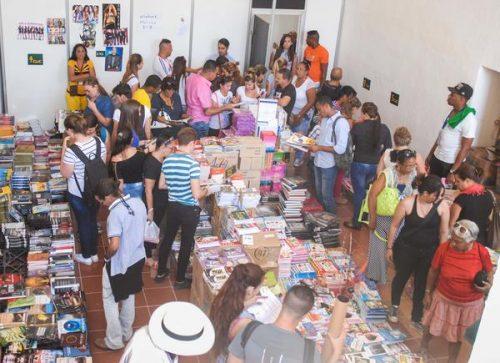 Area de venta de libros en la Fortaleza de la Cabaña (Foto: Diana Inés Rodríguez/ ACN)