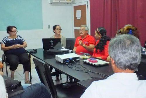Asamblea de la delegación de la Upec en Radio Angulo, la emisora provincial de Holguín (Foto: Lisandra Cardoso)