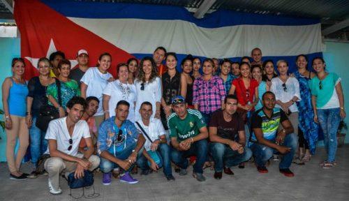 Participantes en el Encuentro del Club de Jóvenes Periodistas, realizado en la Casa de la Prensa, como parte de las actividades por la jornada de la prensa, en Las Tunas (Foto: Yaciel de la Peña/ACN)