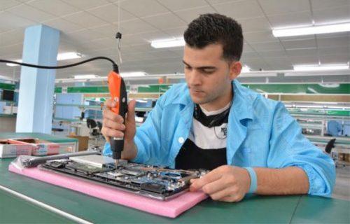 Línea de ensamblaje de laptops de procedencia china (Foto: Roberto Suárez)