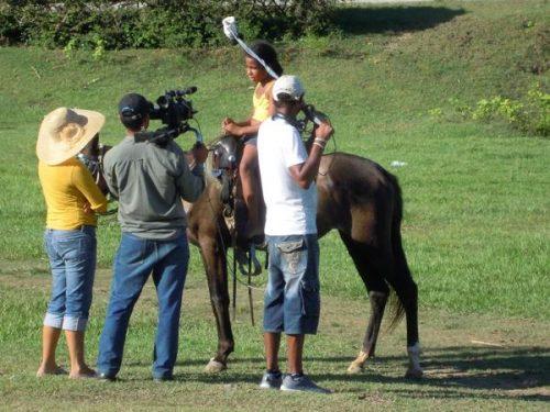En acción un equipo de filmaciones de la TV Serrana, fundada el 15 de enero de 1993 por el realizador Daniel Diez (Foto: ACN)