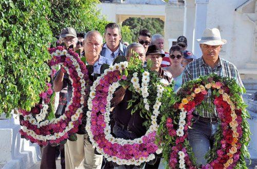 Peregrinación al cementerio de Las Tunas, como recuerdo a los colegas desaparecidos fìsicamente (Foto: Rey López)