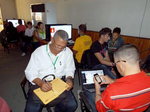 Periodistas, fotorreporteros y desarrolladores de contenidos digitales compartieron experiencias (Foto: Angel Luis)