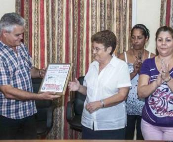 CUBA-LA HABANA-AGASAJAN LOS CDR A LA AGENCIA DE INFORMACION NAC
